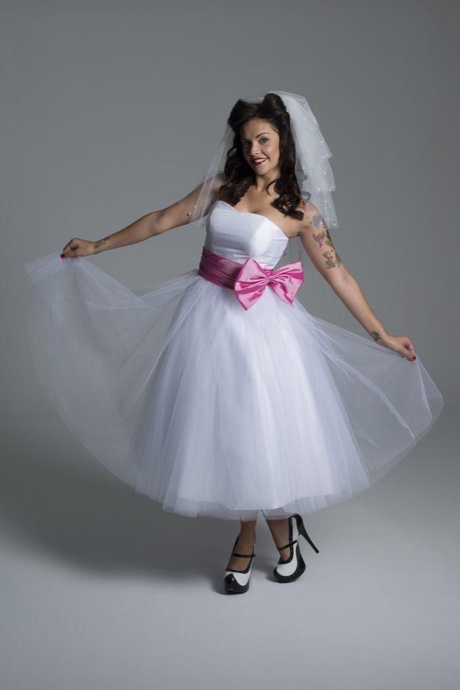 vestido de novia corto estilo princesa años 50